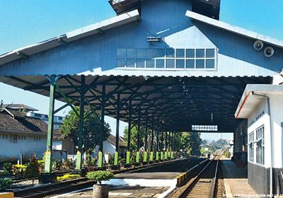 stasiunLawang